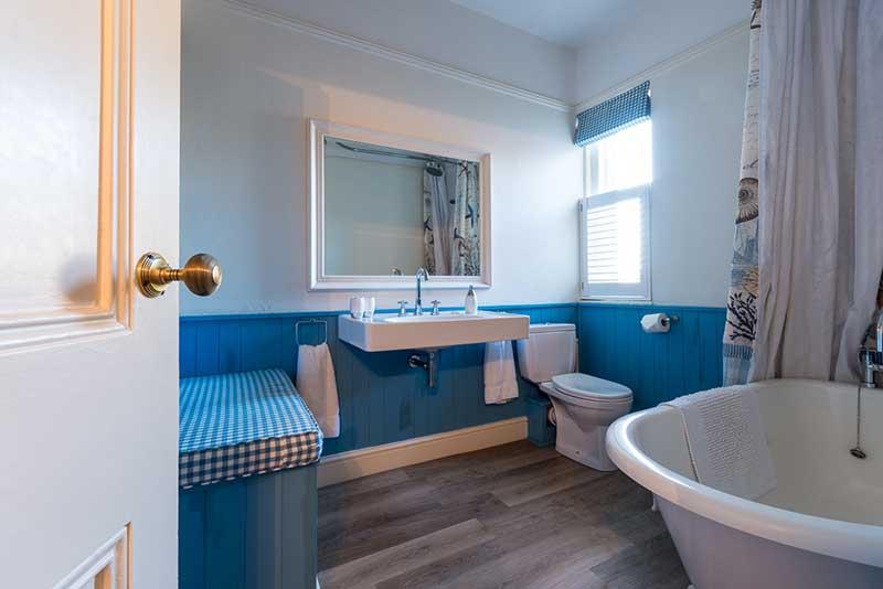 Finch Room Bathroom